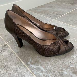 AK Anne Klein Brown/ Bronze heels size 6.5